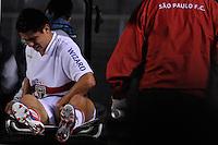 SÃO PAULO, SP, 18 DE JULHO DE 2012 - CAMPEONATO BRASILEIRO - SÃO PAULO x VASCO: Osvaldo se machuca e é substituído durante partida São Paulo x Vasco da Gama, válida pela 10ª rodada do Campeonato Brasileiro de 2012 no Estádio do Morumbi. FOTO: LEVI BIANCO - BRAZIL PHOTO PRESS