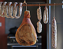 06/01/15 - CHEZ TABLE - PUY DE DOME - FRANCE - Mise en scene de charcuterie AOP Salaisons d Auvergne - Photo Jerome CHABANNE