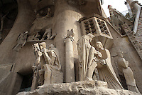 Ecce Homo scene (Jesus brought before Pontius Pilate, the judgement of Jesus); three Mary?s weeping; Crucifixion; Jesus? burial in the distance, Passion façade, completed late 1980s by the sculptor Josep Maria Subirachs, La Sagrada Familia, Roman Catholic basilica, Barcelona, Catalonia, Spain, built by Antoni Gaudí (Reus 1852 ? Barcelona 1926) from 1883 to his death. Still incomplete. Picture by Manuel Cohen