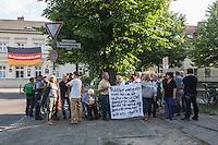 16-06-09 Protest vor Infoveranstaltung zu Asylunterkunft Altglienicke
