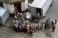 ROMANIA, Bucharest, Galati street, April 1982..Oscilant queue for cheese on tramway lane..ROUMANIE, Bucarest, rue Galati, avril 1982..Queue oscillante pour du fromage débordant sur la ligne de tramway..© Andrei Pandele / EST&OST