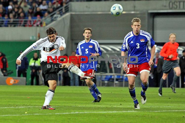 L&permil;nderspiel<br /> WM 2010 Qualifikatonsspiel Qualificationmatch Leipzig 28.03.2009 Zentralstadion Gruppe 4 Group Four <br /> <br /> Deutschland ( GER ) - Liechtenstein ( LIS )<br /> <br /> Mario Gomez (#18 VfB Stuttgart Deutsche Nationalmannschaft) schiesst aufs Tor.<br /> <br /> Foto &copy; nph (  nordphoto  )<br />  *** Local Caption ***