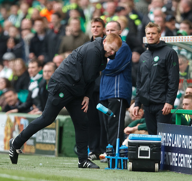 Neil Lennon hurls a bottle of Poerade in fustration as Celtic struggle early in the second half