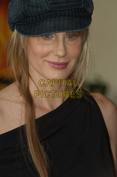 DARYL HANNAH.3 December 2003.headshot, portrait, off the shoulder, hat.www.capitalpictures.com.sales@capitalpictures.com.© Capital Pictures