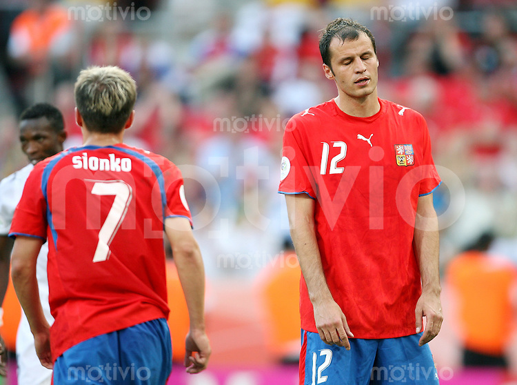 Fussball   WM 2006   Gruppenspiel Vorrunde   Tschechien - Ghana Enttaeuschte Tschechen: Libor SIONKO (li) und Vratislav LOKVENC (re, beide CZE)