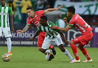 MEDELLIN-COLOMBIA- 30-10-2016.Cristian Dájome (Izq.)jugador del  Atlético Nacional disputa el balón contra Kevin Rendon (Der.) jugador de  Patriotas FC  durante encuentro  por la fecha 18 de la Liga Aguila II 2016 disputado en el estadio Atanasio Girardot./ .Cristian Dajome (L) player of Atletico Nacional  fghts the ball  against Kevin Rendon (R) of Patriotas FC  during match for the date 18 of the Aguila League II 2016 played at Atanasio Girardot stadium . Photo:VizzorImage / León Monsalve / Contribuidor