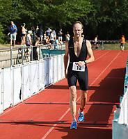 Thomas Kröll (Rüsselsheim) kommt ins Ziel - Mörfelden-Walldorf 21.07.2019: 11. MoeWathlon