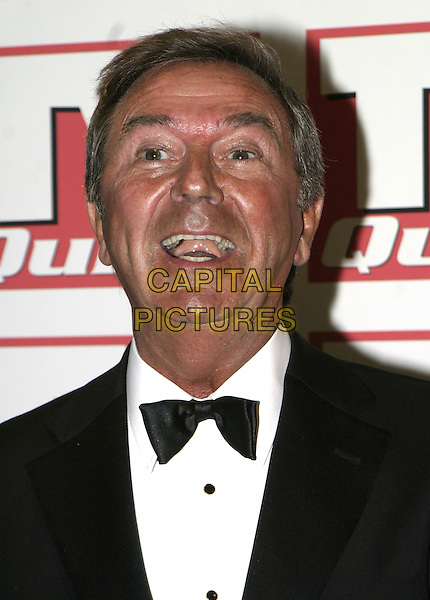 DES O'CONNOR.TV Quick Awards 2004, The Dorchester Hotel, London, September 6th 2004..half length funny face.www.capitalpictures.com.sales@capitalpictures.com.©Capital Pictures.