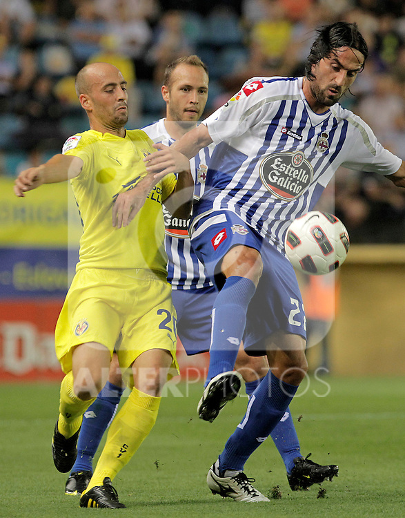 Deportivo de la Coruna's Juan Rodriguez (r) and Villareal's Borja Valero during La Liga match.September 23,2010. (ALTERPHOTOS/Acero)
