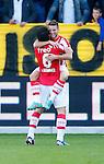 Nederland, Venlo, 30 september 2012.Eredivisie.Seizoen 2012-2013.VVV Venlo-PSV.Dries Mertens (r.) van PSV omhelst Mark van Bommel (m.) van PSV nadat hij de 0-2 heeft gescoord.