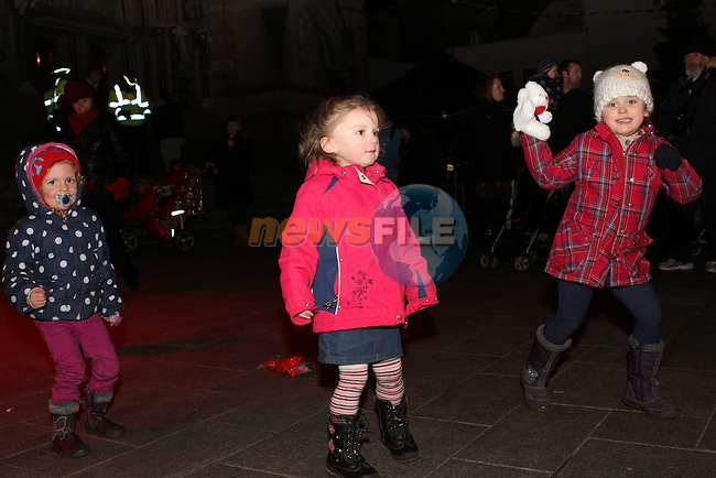 Daisey Sarsfield, Rubysunshine O'Neil and Keeley Maguire as Santa arrives in Drogheda...Photo NEWSFILE/Jenny Matthews..(Photo credit should read Jenny Matthews/NEWSFILE)