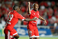 CALI, COLOMBIA - 10-11-2015: Neider Morantes jugador del América de Cali celebra su gol contra El Universitario de Popayán durante partido de la primera fecha del torneo Aguila 2015-2 , juhado en el estadi Pascual Guerro de Cali./ Néider Morantes of America de Cali celebrates goal, during a match between America de Cali and Universitario Popayan as part of first round of Quadrangular Group A of Torneo Aguila 2015 at Pascual Guerrero Stadium on November 10, 2015 in Cali, Colombia. Photo: VizzorImage / Alejandro Rosales / cont