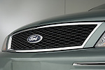 Front grille detail 2006 Ford Five Hundred Sedan