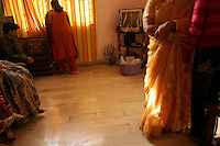 06.12.2008 Delhi(Haryana)<br /> <br /> Preparation for the puja of the bride before the wedding.<br /> <br /> Pr&eacute;paration pour la puja de la mari&eacute;e avant le mariage.