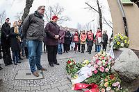 """Gedenken an Ehrenmord-Opfer Hatun Sueruecue in Berlin.<br /> Am Dienstag den 7. Februar 2017 wurde in Berlin-Tempelhof der am 7.2.2005 ermordeten Deutsch-Kurdin Hatun Sueruecue gedacht. Die 21jaehrige Frau wurde von ihrer Familie ermordet, weil sie sich nicht an die """"traditionellen"""" Werte gehalten hat, eine Ausbildung zur Elektroinstallatoerin gemacht hat und mit ihrem unehelichen Kind ein selbstbestimmtes Leben fuehren wollte.<br /> Der Mord wurde in Abstimmung mit der Familie von ihren Bruedern durchgefuehrt, als Taeter wurde der damals minderjaehriger Bruder vorgeschickt. Zwei Brueder fluechteten in die Tuerkei.<br /> Im Bild vlnr.: Bezirksverordnetenvorsteher der BVV Tempelhof-Schoeneberg, Stefan Boeltes und Bezirksbuergermeisterin Angelika Schoettler (beide SPD).<br /> 7.2.2017, Berlin<br /> Copyright: Christian-Ditsch.de<br /> [Inhaltsveraendernde Manipulation des Fotos nur nach ausdruecklicher Genehmigung des Fotografen. Vereinbarungen ueber Abtretung von Persoenlichkeitsrechten/Model Release der abgebildeten Person/Personen liegen nicht vor. NO MODEL RELEASE! Nur fuer Redaktionelle Zwecke. Don't publish without copyright Christian-Ditsch.de, Veroeffentlichung nur mit Fotografennennung, sowie gegen Honorar, MwSt. und Beleg. Konto: I N G - D i B a, IBAN DE58500105175400192269, BIC INGDDEFFXXX, Kontakt: post@christian-ditsch.de<br /> Bei der Bearbeitung der Dateiinformationen darf die Urheberkennzeichnung in den EXIF- und  IPTC-Daten nicht entfernt werden, diese sind in digitalen Medien nach §95c UrhG rechtlich geschuetzt. Der Urhebervermerk wird gemaess §13 UrhG verlangt.]"""