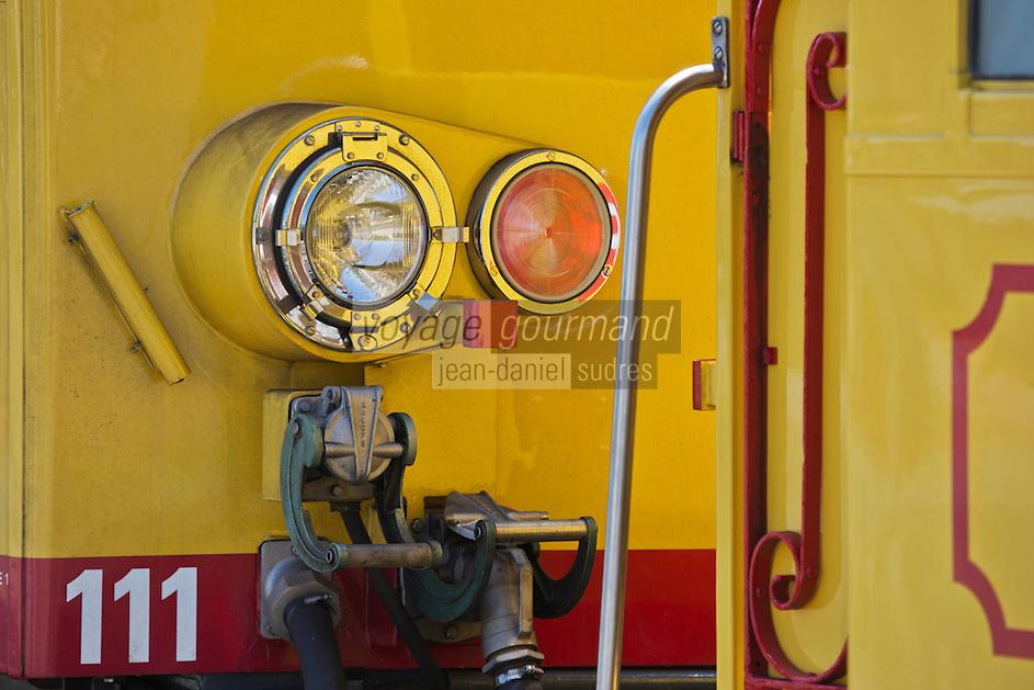 Europe/France/Languedoc-Roussillon/66/Pyrénées-Orientales/ Latour-de-Carol: Le Train jaune de Cerdagne appelé le Train Jaune ou le Canari, car les véhicules arborent les couleurs catalanes, le jaune et le rouge. relie la gare de Villefranche - Vernet-les-Bains à celle de Latour-de-Carol - Enveigt via Font-Romeu