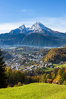 Deutschland, Bayern, Oberbayern, Berchtesgadener Land, Berchtesgaden: mit Kleiner und Grosser Watzmann | Germany, Upper Bavaria, Berchtesgadener Land, Berchtesgaden: with Watzmann mountain