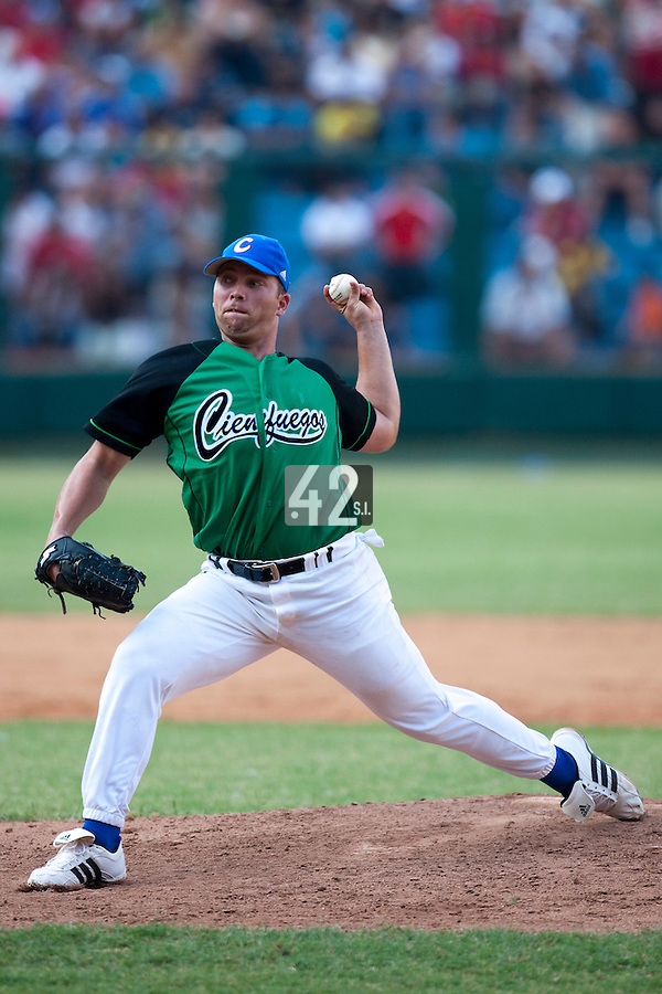 15 February 2009: Left pitcher Norberto Gonzalez of the Occidentales pitches during a training game of Cuba Baseball Team for the World Baseball Classic 2009. The national team is pitted against itself, divided in two teams called the Occidentales and the Orientales. The Orientales win 12-8, at the Latinoamericano stadium, in la Habana, Cuba.