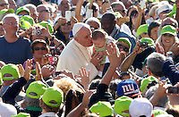 Papa Francesco bacia un bambino al suo arrivo all'udienza generale del mercoledi' in Piazza San Pietro, Citta' del Vaticano, 25 settembre 2013.<br /> Pope Francis kisses a baby as he arrives for his weekly general audience in St. Peter's Square at the Vatican, 25 September 2013.<br /> UPDATE IMAGES PRESS/Riccardo De Luca<br /> <br /> STRICTLY ONLY FOR EDITORIAL USE