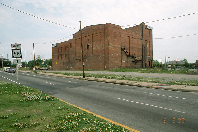 1993 May 19..Assisted Housing.Calvert Square...BEFORE RENOVATIONS.ROLL 8-1.VIRGINIA BEACH BLVD & WIDE STREET...NEG#.NRHA#..