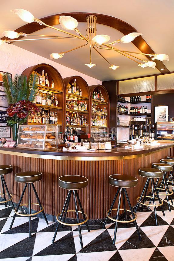 wooden bar Sant Ambroeus Soho