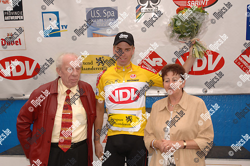 Slotrit Ronde van Antwerpen Elites zc: Maarten Neyens won de gele trui.