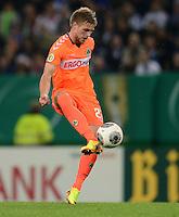 FUSSBALL   DFB POKAL   SAISON 2013/2014   2. HAUPTRUNDE Hamburger SV - SpVgg Greuther Fuerth                 24.09.2013 Florian Trinks (Fuerth) am Ball