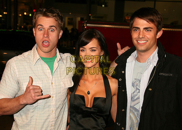 "RANDY WAYNE, APRIL SCOTT & JONATHAN BENNETT.""Music and Lyrics"" Los Angeles Premiere at Grauman's Chinese Theatre, Hollywood, California, USA..February 7th, 2007.half length black halterneck jacket funny face hand gesture mouth open .CAP/ADM/BP.©Byron Purvis/AdMedia/Capital Pictures"