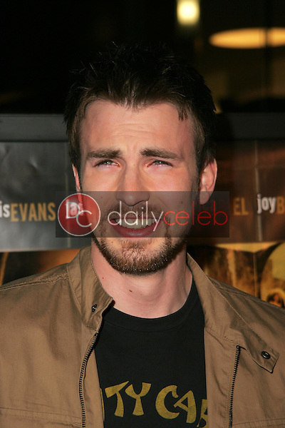 """Chris Evans<br />at the premiere of """"London"""". Arclight Hollywood, Hollywood, CA. 02-06-06<br />Dave Edwards/DailyCeleb.com 818-249-4998"""