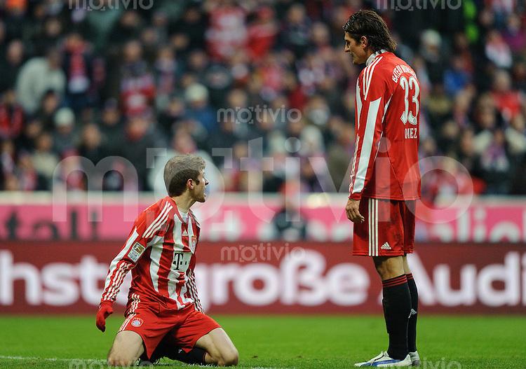 Fussball Bundesliga Saison 2010/2011 FC Bayern Muenchen - Eintracht Frankfurt V.l.: Thomas MUELLER (FC Bayern) mit Mario GOMEZ (FC Bayern).
