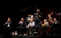 Il regista statunitense Woody Allen, in basso al centro, suona il clarinetto durante un concerto con la sua New Orleans Jazz Band all'Auditorium di Roma, 31 marzo 2010..U.S. movie director Woody Allen, bottom center, plays his clarinet during a concert with his New Orleans Jazz Band at Rome's Auditorium, 31 march 2010..UPDATE IMAGES PRESS/Riccardo De Luca