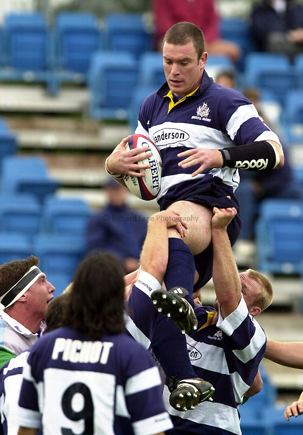 Photo. Richard Lane. .Harlequins v Bristol. Zurich Premiership. 16/9/2000.Dean Ryan takes a line out.