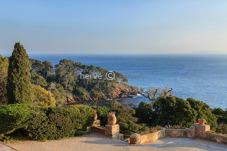 Le domaine du Rayol en f&eacute;vrier : vue depuis la terrasse de l'H&ocirc;tel de la Mer.<br /> <br /> (mention obligatoire du nom du jardin &amp; pas d'usage publicitaire sans autorisation pr&eacute;alable)