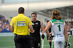 The Hague, Netherlands, June 03: Shea McAleese #25 of New Zealand discusses with the umpire during the field hockey group match (Men - Group B) between South Africa and the Black Sticks of New Zealand on June 3, 2014 during the World Cup 2014 at GreenFields Stadium in The Hague, Netherlands. Final score 0:5 (0:3) (Photo by Dirk Markgraf / www.265-images.com) *** Local caption ***