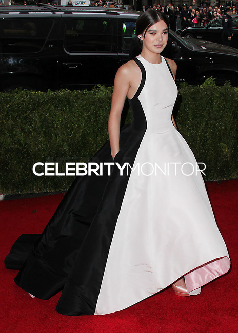 "NEW YORK CITY, NY, USA - MAY 05: Hailee Steinfeld at the ""Charles James: Beyond Fashion"" Costume Institute Gala held at the Metropolitan Museum of Art on May 5, 2014 in New York City, New York, United States. (Photo by Xavier Collin/Celebrity Monitor)"