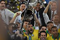 Rio de Janeiro (RJ), 07/07/2019 - Copa América / Final / Brasil x Peru -  Daniel Alves seleção Brasileira durante premiação de Campeão da Copa América, no Estádio Maracanã, neste domingo, 07. (Foto: Ricardo Botelho/Brazil Photo Press)