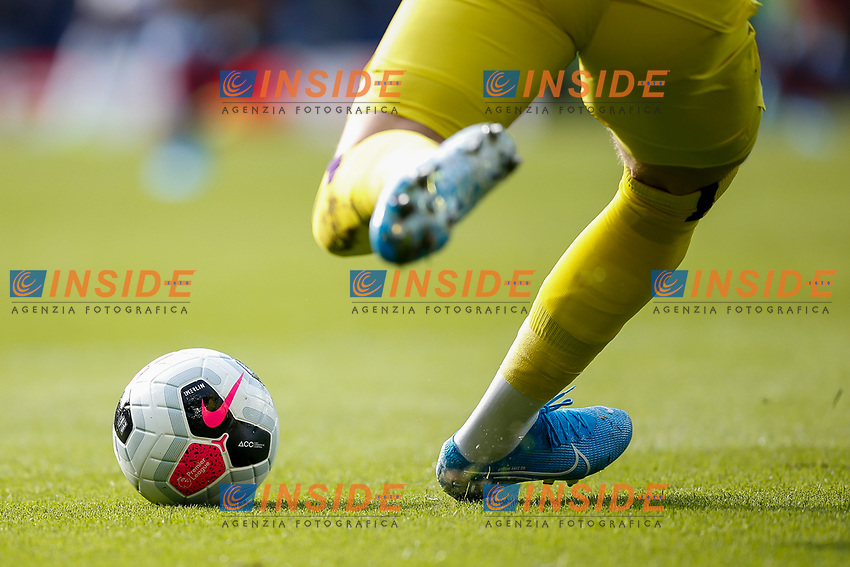 Jordan Pickford of Everton takes a goal kick during the Premier League match between Everton and West Ham United at Goodison Park on October 19th 2019 in Liverpool, England. (Photo by Daniel Chesterton/phcimages.com)<br /> Foto PHC/Insidefoto <br /> ITALY ONLY