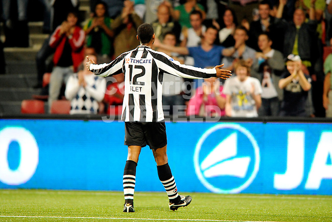 ALMELO - Voetbal, Heracles - De Graafschap , Polmanstadion, Eredivisie, seizoen 2011-2012,  30-09-2011 Heracles Almelo speler Glynor Plet viert de 1-0.
