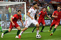 SARANSK - RUSIA, 25-06-2018: Mehdi TAREMI (C) jugador de RI de Irán disputa el balón con CEDRIC (Izq) y Adrien SILVA (Der) jugador de Portugal durante partido de la primera fase, Grupo B, por la Copa Mundial de la FIFA Rusia 2018 jugado en el estadio Mordovia Arena en Saransk, Rusia. / Mehdi TAREMI (C) player of IR Iran fights the ball with CEDRIC (L) and Adrien SILVA (R) player of Portugal during match of the first phase, Group B, for the FIFA World Cup Russia 2018 played at Mordovia Arena stadium in Saransk, Russia. Photo: VizzorImage / Julian Medina / Cont