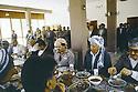 Irak 1991.Réunion du front du Kurdistan, le déjeuner avec les personnalités politiques.Iraq 1991.Meeting of the Kurdish front, lunch  with the politician leaders