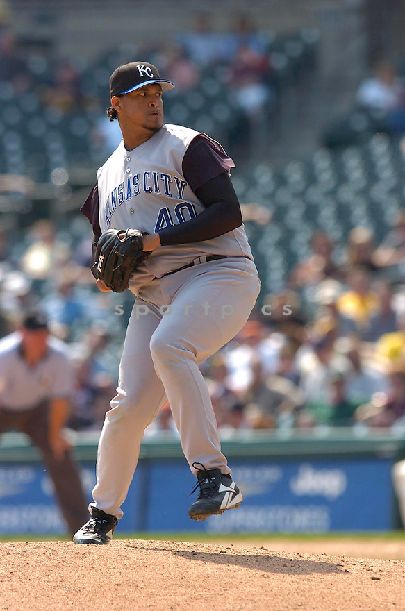 Runelvys Hernandez during the Kansas City Royals v. Detroit Tigers game on April 6, 2005...Royals win 7-2..Chris Bernacchi / SportPics