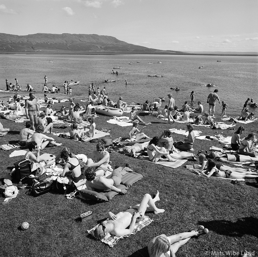 Ba&eth;strandarl&iacute;f &aacute; Laugarvatni, 1973<br /> <br /> Bathing beach by Laugarvatn lake, 1973