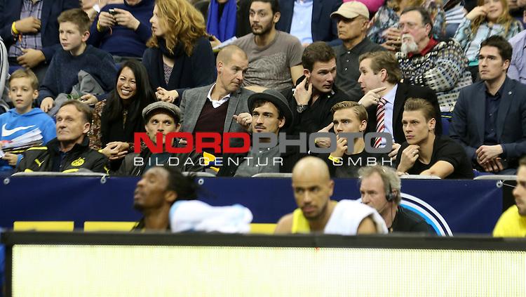 06.02.2016, Mercedes Benz Arena, Berlin, GER, 1.BBL, ALBA BERLIN VS. MHP RIESEN LUDWIGSBURG, im Bild <br /> Cheftrainer (Head Coach) Thomas Tuchel (Borussia Dortmund),  Mats Hummels (Borussia Dortmund), Marcel Schmelzer (Borussia Dortmund), Lukasz Piszczek (Borussia Dortmund)<br /> <br />      <br /> Foto &copy; nordphoto /  Engler