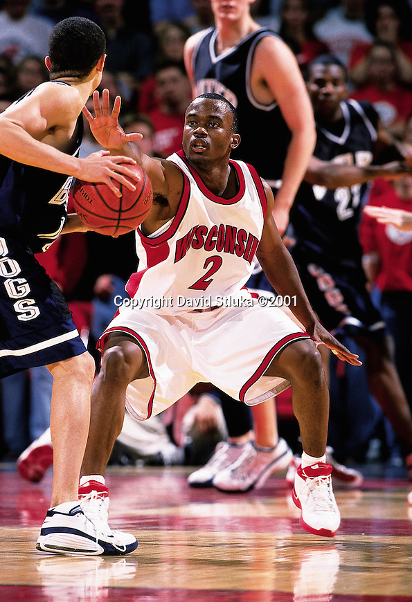 University of Wisconsin guard (2) Travon Davis during the Butler game at the Kohl Center in Madison, WI, on 1/30/01. Butler beat Wisconsin 58-44. (Photo by David Stluka)