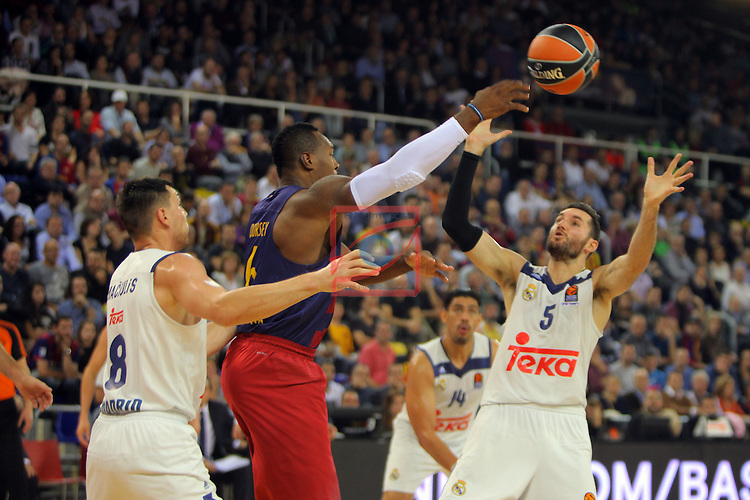 Turkish Airlines Euroleague 2016/2017.<br /> Regular Season - Round 8.<br /> FC Barcelona Lassa vs R. Madrid: 63-102.<br /> Jonas Maciulis, Joey Dorsey &amp; Rudy Fernandez.