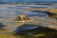 France, Manche (50), Baie du Mont-Saint-Michel, classée Patrimoine Mondial de l'UNESCO, : France, Manche (50), Mont Saint Michel Vue aérienne   // France, Manche, Bay of Mont Saint Michel, listed as World Heritage by UNESCO, France, Manche, Mont Saint Michel, aerial view)