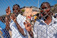 Lampedusa / Italia - 19 giugno 2011.Rifugiati all'interno della Base Loran, ex base NATO, dove vengono accolti i migranti minori non accompagnati..Foto Livio Senigalliesi