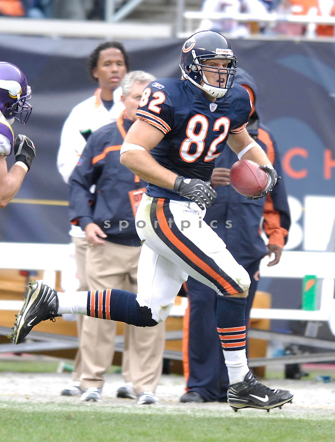 GREG OLSEN, of the Chicago Bears, in action during the Bears games against the Minnesota Vikings, in Chicago, IL on October 14, 2007.  The Vikings won the game 34-31...........