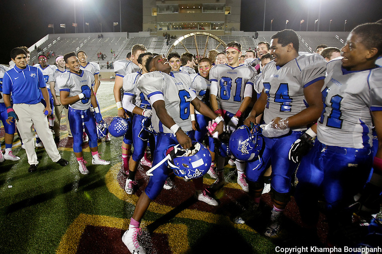 Boswell defeats Saginaw 33-8 in a district 5-5A high school football game in Saginaw on Friday October 10, 2014. (photo by Khampha Bouaphanh)