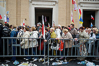 Crowds of faithful are up of early in Saint Peter Square to participate in the Beatification ceremony for Pope John Paul II..Fedeli in Piazza San Pietro per assistere alla Beatificazione di Giovanni Paolo II.